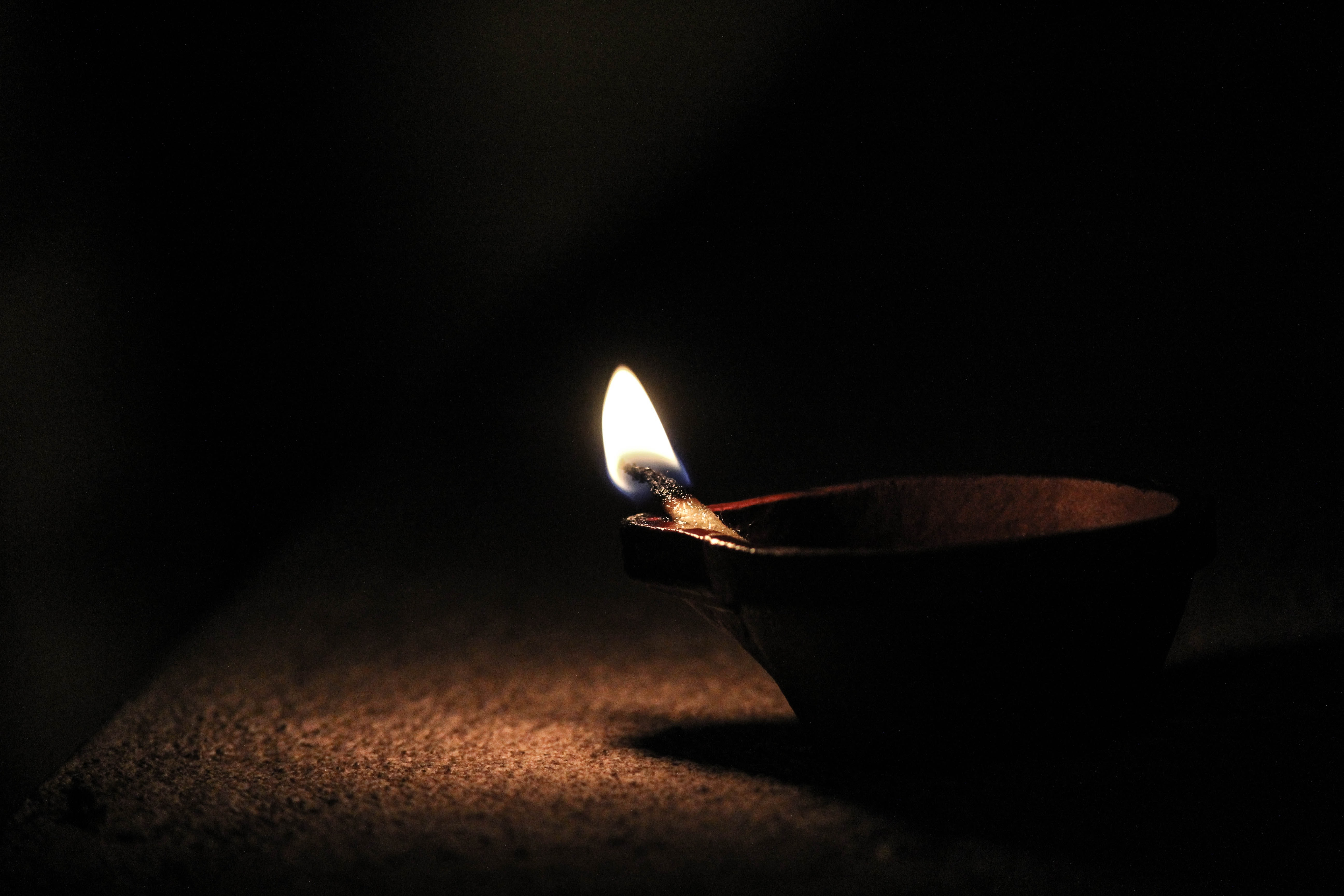 Image of a flame in an oil lamp